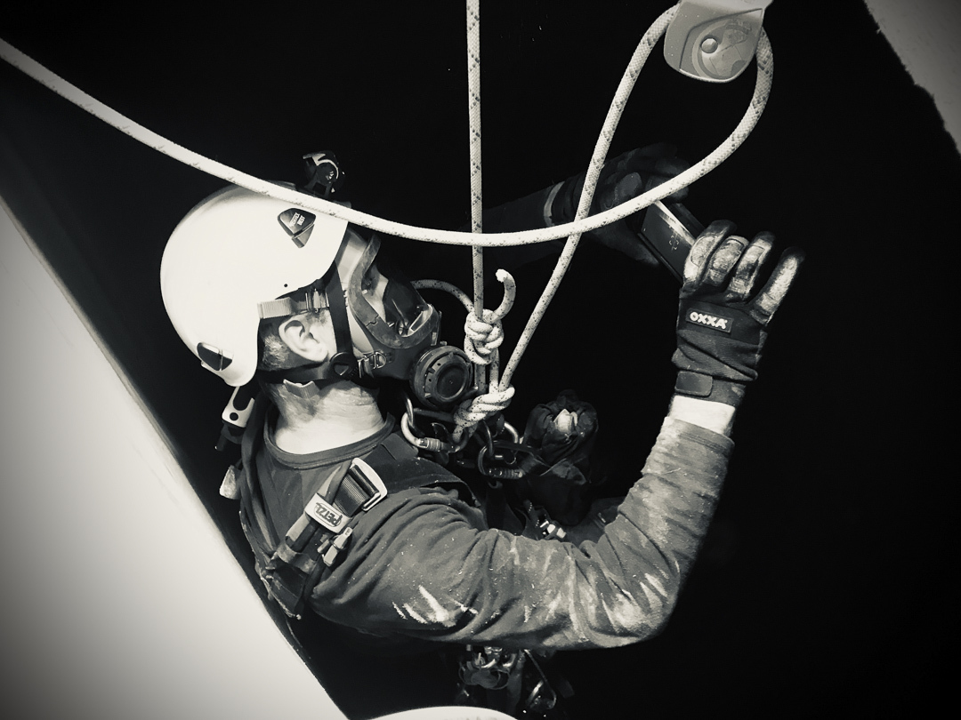 Rope access confined space inspection