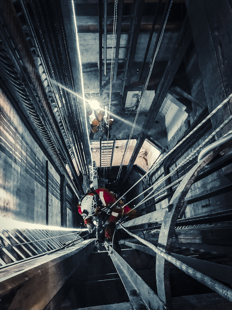 Rope access confined space construction